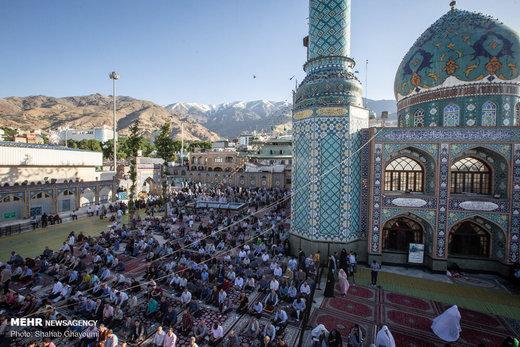 اقامه نماز عید فطر در امامزاده صالح(ع)