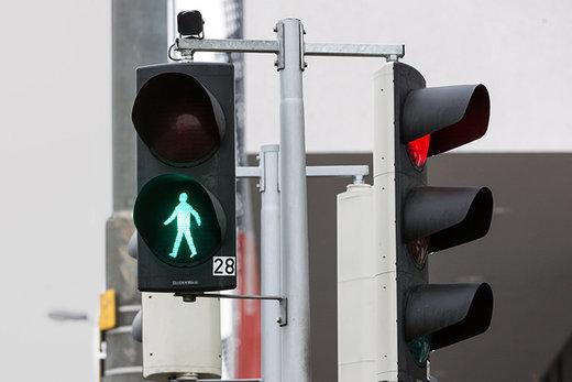 تولید چراغ راهنمایی هوشمند برای تشخیص حرکات عابران پیاده