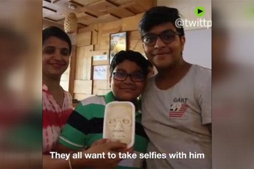 فیلم   فروش بستنی به شکل چهره نخست وزیر هند
