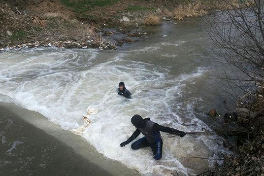 دختر جوان قربانی سلفی گرفتن کنار رودخانه خروشان شد