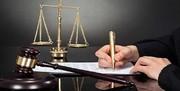 حکم قضایی برای خانم دکتری که  روی خودروی پلیس کشف حجاب کرد/ ویزیت رایگان به جای زندان
