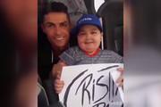 فیلم | کریس رونالدو بهخاطر یک کودک بیمار اتوبوس تیمش را نگه داشت