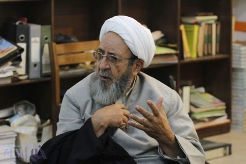 هادی غفاری:به نمایندگان مجلس چه ارتباطی دارد که روزی یک جزء قرآن در مجلس بخوانند؟ جای قرآن در مسجد است/ روحانی تکلیف دولتهای موازی را روشن کند
