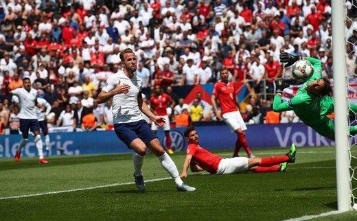 سومی انگلیس با غلبه بر سوئیس در ضیافت پنالتیها