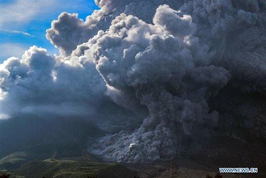 فوران آتشفشان سینابونگ در اندونزی