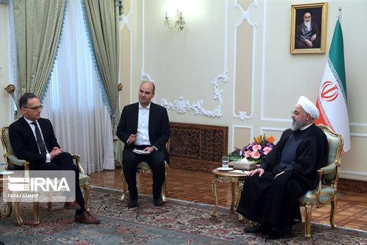 روحاني : ينبغي على اوروبا مواجهة الارهاب الاقتصادي الامريكي ضد الشعب الايراني والوفاء بتعهداتها النووية