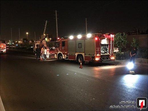 تصادف کامیونت با تیر چراغ برق در بزرگراه فتح