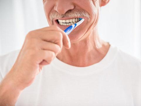 دندانهایتان را مسواک بزنید و آلزایمر را به تعویق بیاندازید