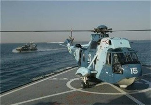 نیروی دریایی ارتش به کمک نفتکشهای حادثه دیده در دریای عمان رفت