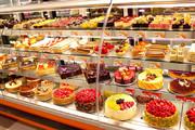 فیلم | الکل و شربت معده در کیکهای یک شیرینی فروشی معروف!