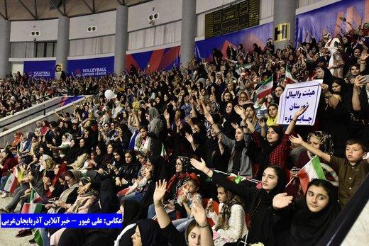 تصاویر | ایران و لهستان در سالن مملو از تماشاگر