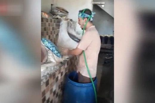 فیلم | ابتکار جالب یک نانوا برای فرار از گرما!