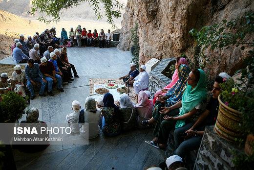 گردهمایی زرتشتیان در زیارتگاه پیرسبز