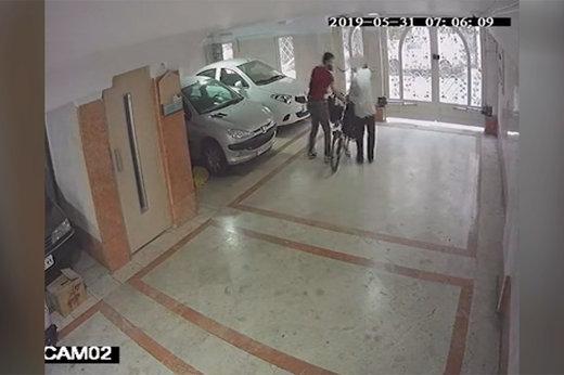 فیلم | تصاویر دوربین مداربسته از سرقت ۴ ساعته یک خانه در تهران در کمال خونسردی!