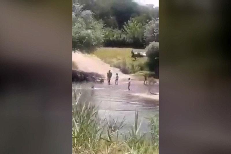 لحظه غرق شدن پدر در رودخانه مهاباد