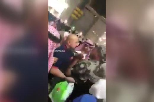 فیلم   کتک زدن زائران خانه خدا توسط ۴ سرباز سعودی