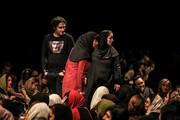 دستفروشی بازیگران زن، صندلیهای سالن اجرای «عاشقانههای خیابان» را اضافه کرد