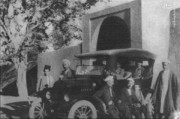 عکس | ژست جالب یزدیها با اولین ماشینی که وارد شهرشان شد