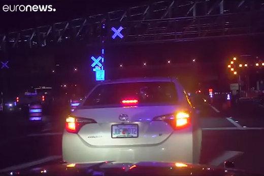 فیلم   لحظه کشیدن پلیس آمریکا با خودرو در فلوریدا