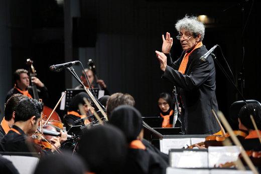 نادر مشایخی: برخی اساتید موسیقی وقتی پیانو مینوازند، خارج میزنند