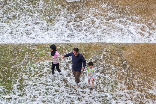 تفریح تابستانی در رودخانه قم