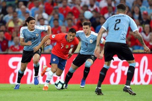 لگد بازیکن شیلی به جیمی جامپ/عکس