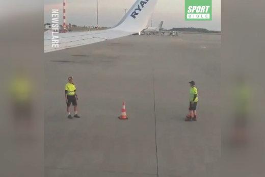 فیلم   تفریح سالم ۲ تکنسین پرواز روی باند فرودگاه