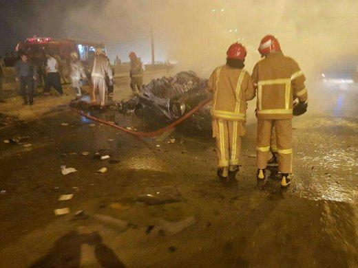 تصادف دو  پژو 405 با پژو پرشیا در اتوبان تهران - قم