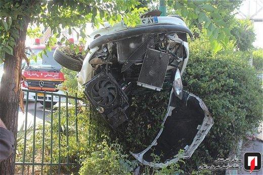 واژگونی خودروی پژو ۲۰۶ در بلوار دستواره
