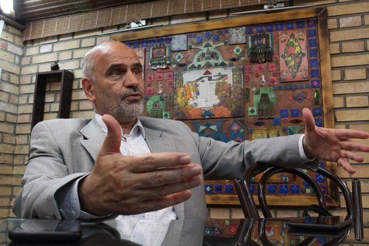 با فرشاد مومنی؛ از انفجار حزب جمهوری تا نقشه برای ترور بهشتی