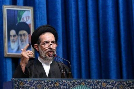 امام جمعه تهران: عالم و سیاستمداری را نمیشناسم که معتقد به تقابل مستمر با جهان باشد/مسئولان پذیرای نقد و نصیحت باشند