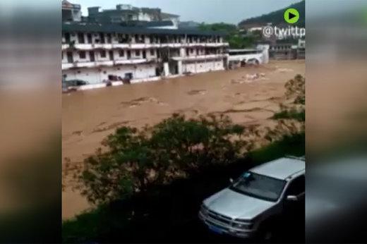 فیلم | سیل بخشی از چین را با خود برد
