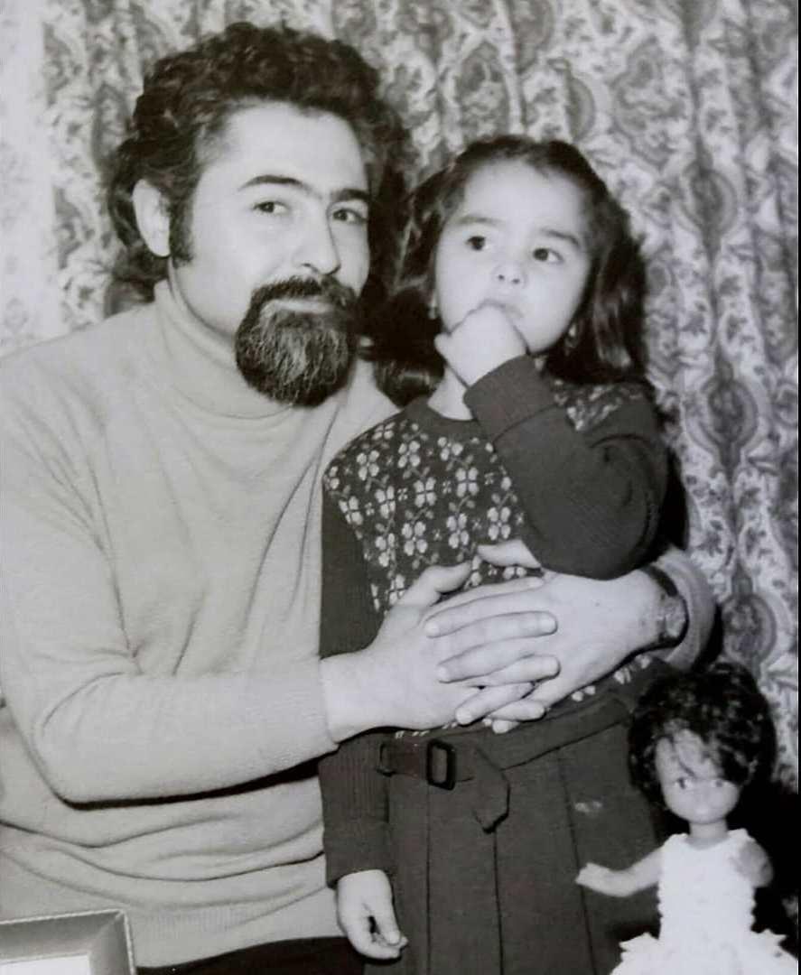 ماهایا پطروسیان کوچک در آغوش پدر