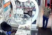 فیلم | سرقت از موبایلفروشی با خونسردی تمام!