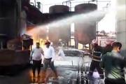 فیلم | آتش سوزی در کارخانه مشتقات نفتی در کرمانشاه