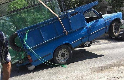 حادثه عجیب برای یک وانت نیسان/ عکس