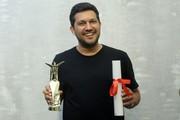 تصاویر| میرکریمی جایزه جشنواره شانگهای را در تهران به حامد بهداد رساند