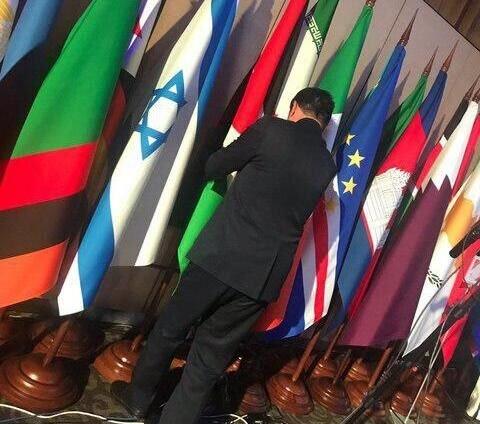 حرکت جالب نماینده ایرانی در یک اجلاس خارجی: جابهجا کردن جای پرچم ایران و اسرائیل باهم +عکس