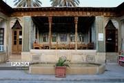 تصاویر | خانهای ۱۰۰ ساله در شیراز با پنجرههای اورسی