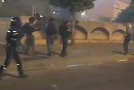 فیلم   درگیری پلیسهای صهیونیست با معترضان آفریقاییتبار فلسطین