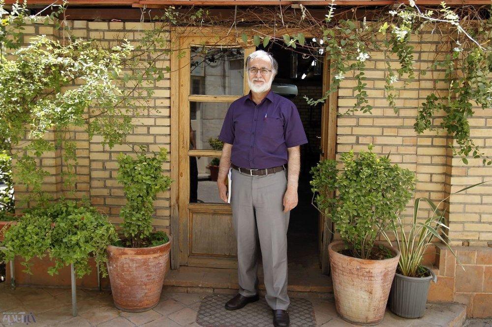 عطریانفر: رئیسی از کروبی درس بگیرد /ظریف مجبور شود می آید
