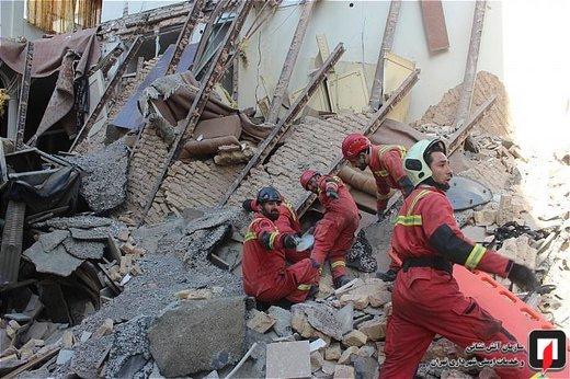 تخریب ساختمان مسکونی در خیابان نصرت