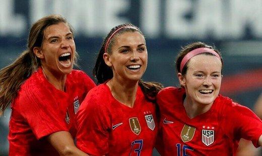 تصویری از میهمانان ویژه فینال جام جهانی زنان