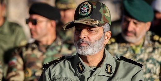 توصیه فرمانده کل ارتش به صداوسیما /دریادار فدوی: تبیین مبانی انقلاب و دفاع مقدس برای نسل جوان ضروری است