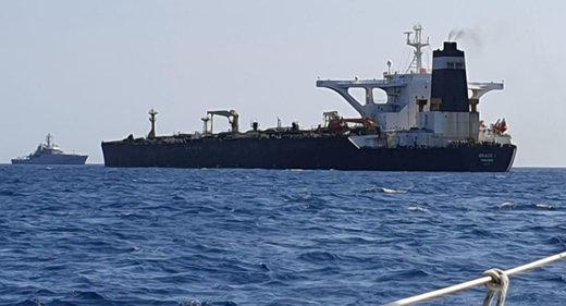 رسانه آمریکایی: نفتکش انگلیسی قبل از تنگه هرمز متوقف شد