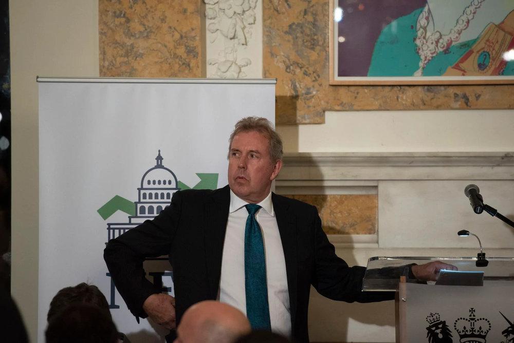 ابقای سفیر انگلیس در آمریکا/تنشها میان واشنگتن و لندن افزایش پیدا میکند؟