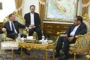 شمخاني خلال لقائه مستشار ماكرون: خطوات إيران في تقليص التزاماتها النووية استراتيجية غير قابلة للتغيير