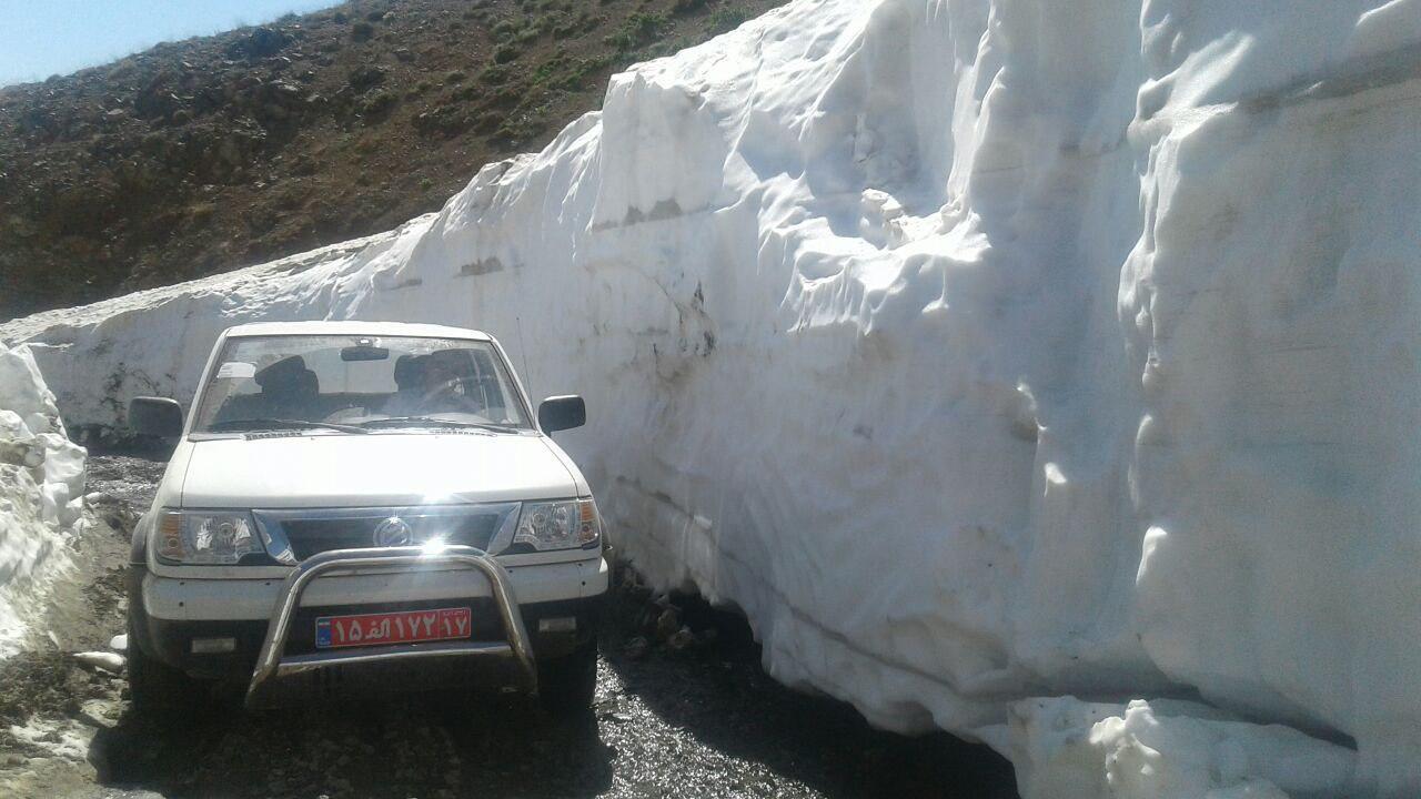 برف چند متری در جاده اشنویه