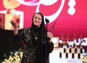تشکر گلاب آدینه از مهدی هاشمی روی صحنه جشن حافظ