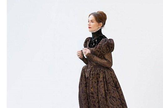 ایزابل هوپر، ملکه اسکاتلند میشود